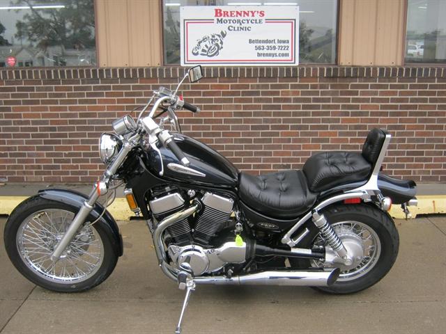 2002 Suzuki VS1400 Intruder at Brenny's Motorcycle Clinic, Bettendorf, IA 52722