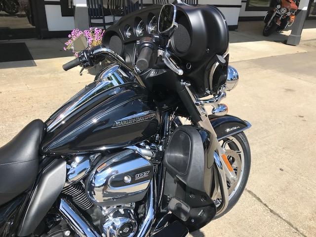 2019 HARLEY-DAVIDSON FLHTCU at Carlton Harley-Davidson®