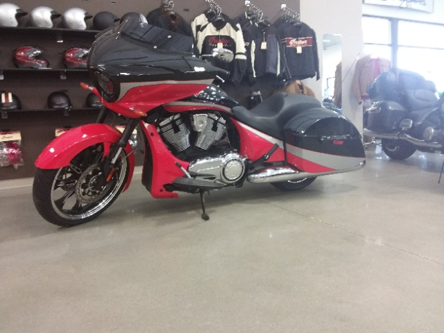 2016 Victory Motorcycles Magnum Black Crystal over Havasu Red at Brenny's Motorcycle Clinic, Bettendorf, IA 52722