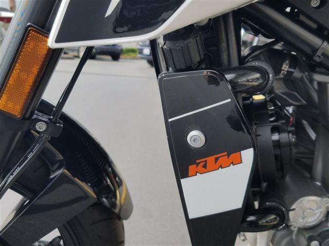 2017 KTM Duke 690 at Lynnwood Motoplex, Lynnwood, WA 98037