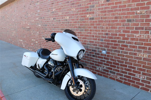 2018 Harley-Davidson Street Glide Special at Zylstra Harley-Davidson®, Ames, IA 50010