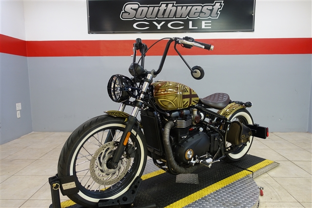 2017 Triumph Bonneville Bobber NADINE Base at Southwest Cycle, Cape Coral, FL 33909