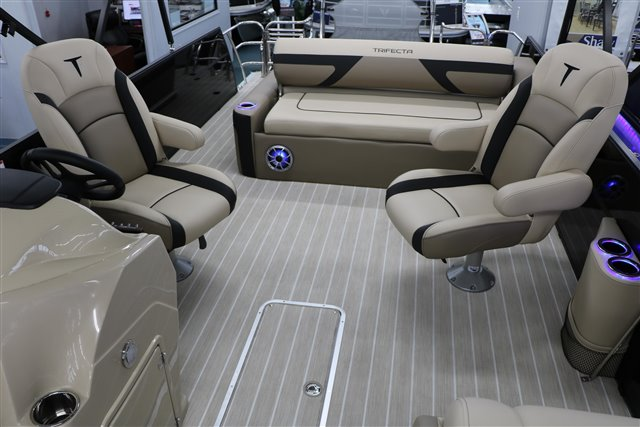 2022 Trifecta C-Series 24UL PC at Jerry Whittle Boats