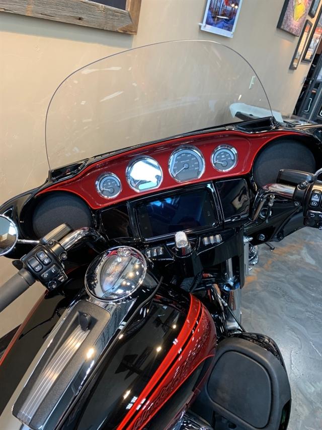 2019 Harley-Davidson Electra Glide Ultra Limited at Vandervest Harley-Davidson, Green Bay, WI 54303
